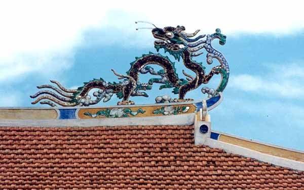 Rồng trên nóc chùa